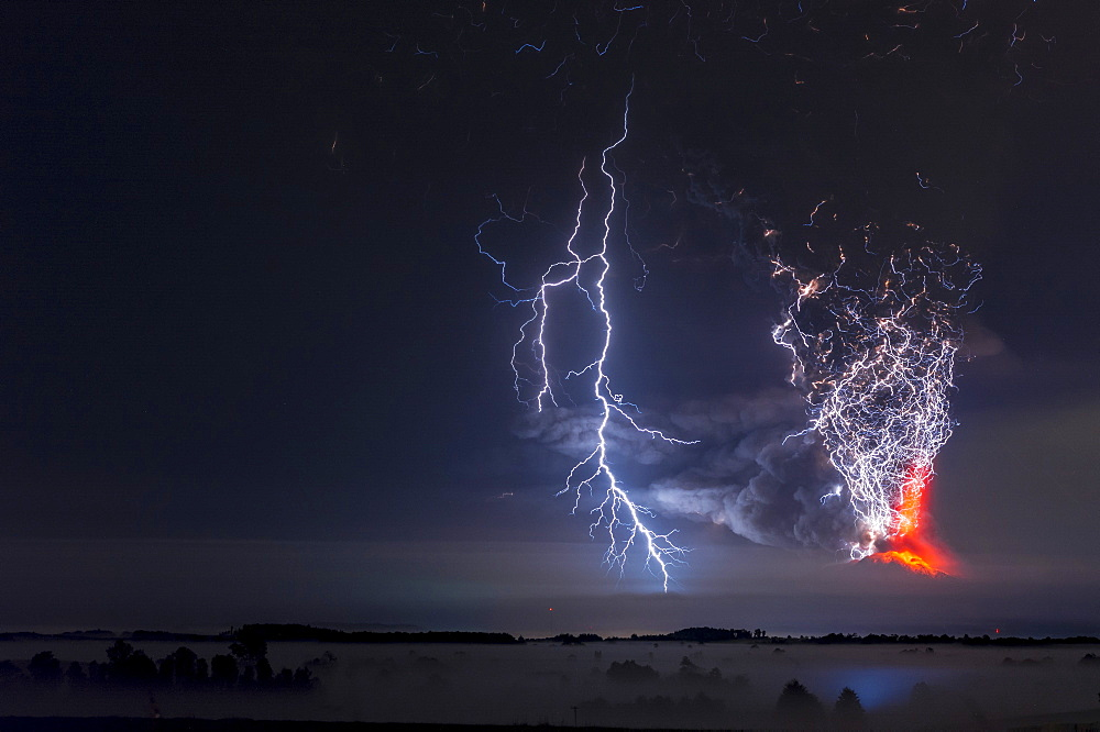 Calbuco Volcano erupting April 2015, the Lake District, Chile. After more than 40 years Calbuco volcano to erupt again, the Chilean authorities evacuated more than 4,000 people who lived nearby. - 860-286802