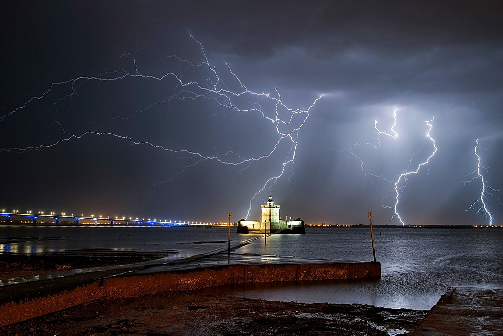 Many storms have succeeded on the night of May 4 to 5, 2015 at Fort Louvois.