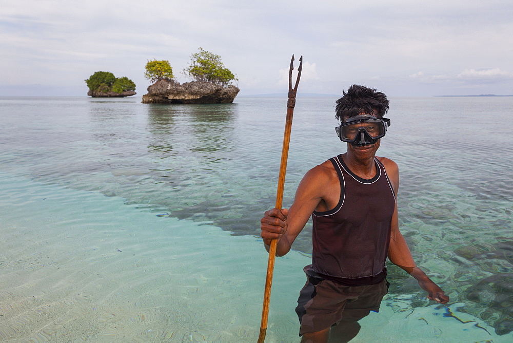 Fisherman with harpoon - Nukus island Indonesia Maluku