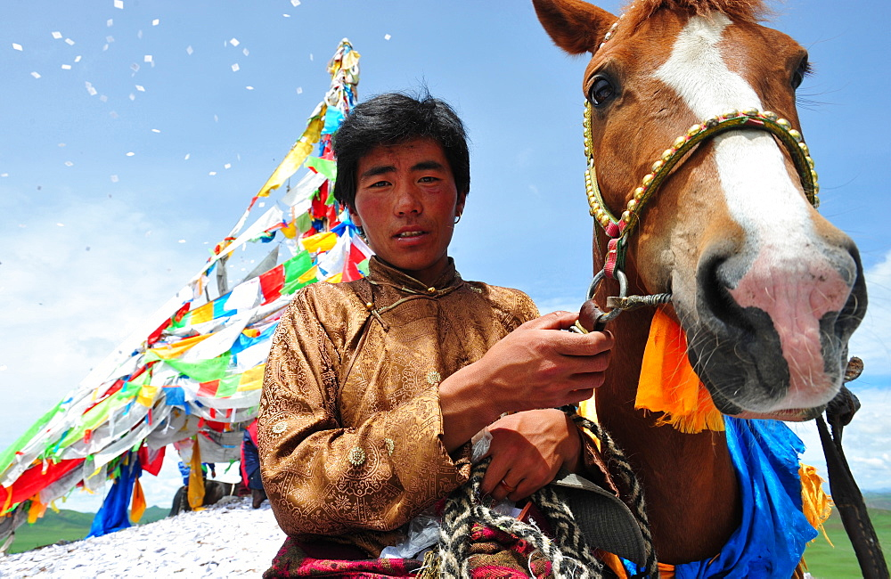 Rider praying before the race when Lapst? - Tibet China - 860-286907