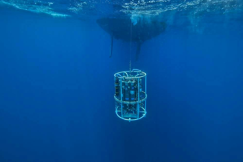 Tara Oceans Expeditions - May 2011. CTD-Rosette (Conductivity Temperature Density instrumental platform with 7 additional sensors), galapagos