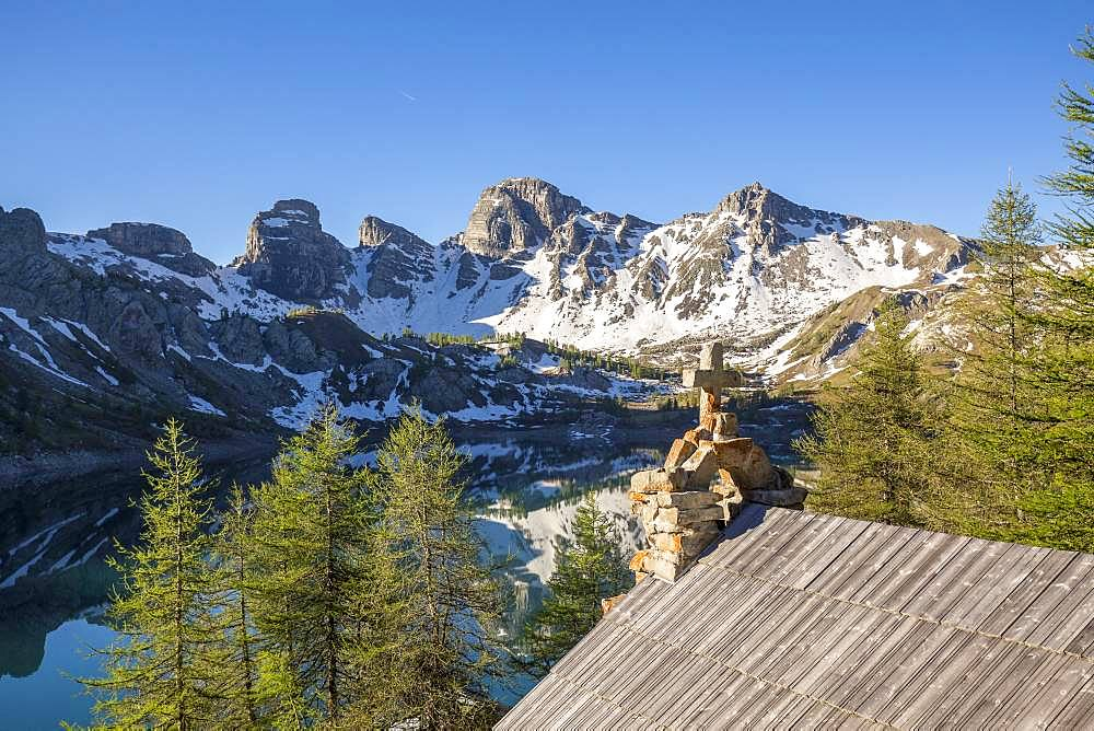 Notre-Dame des Monts chapel of Lake Allos (2226 m), in the background the Tours du Lac, Haut-Verdon, Mercantour National Park, Alps, France