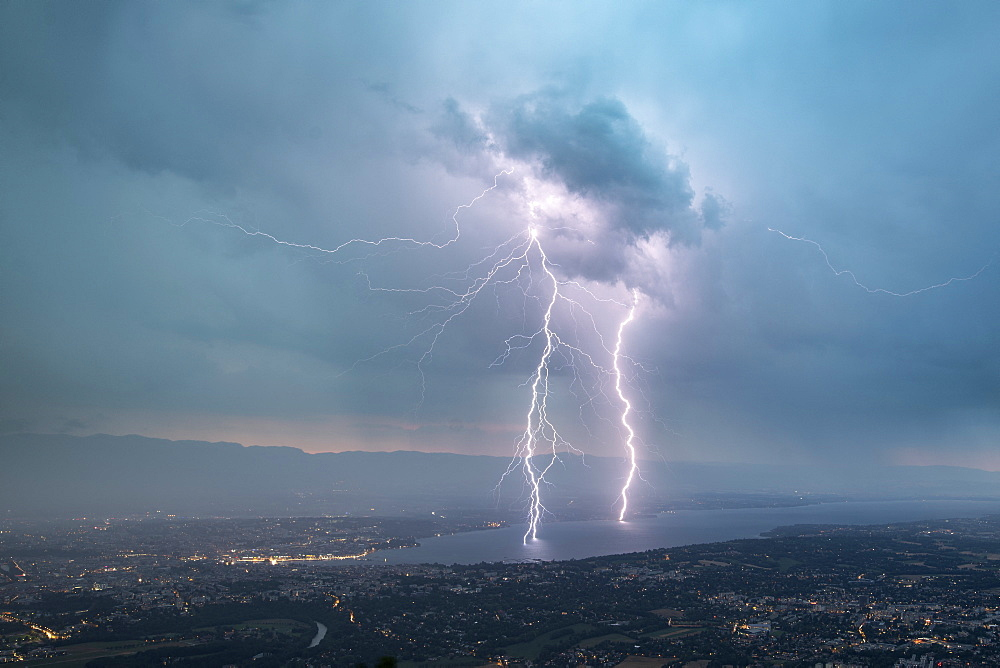 Two Lightnings and impact in the Leman lack during the thunderstorm of the 2019, 25th july 2