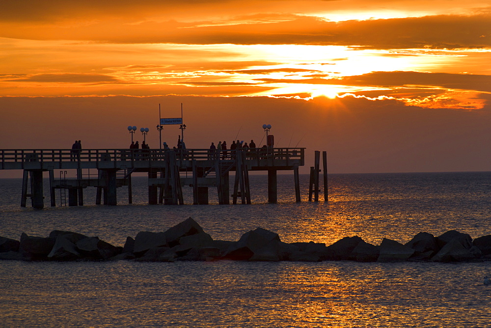 landscape coastal sea pier at sunset mood Wustrow Peninsula Darvü-Fischland Mecklenburg-Western Pomerania - 869-5705