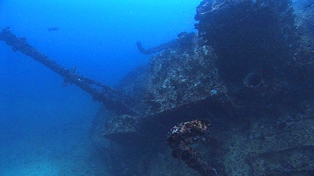Tracking over old wreck, Maldives, Indian Ocean - 890-553