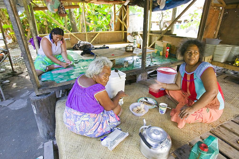 Tuvaluan family having breakfast on Funafuti Atoll, Tuvalu, Pacific