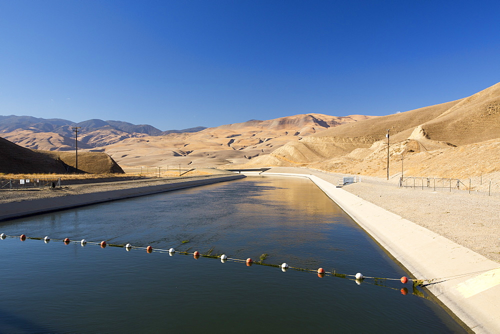 The California aquaduct that brings water from snowmelt in the Sierra Nevada mountains to farmland in the Central Valley. Following a four year long catastrophic drought, irrigation water is in short supply, with $2 billion annually wiped off the agricultre sector.