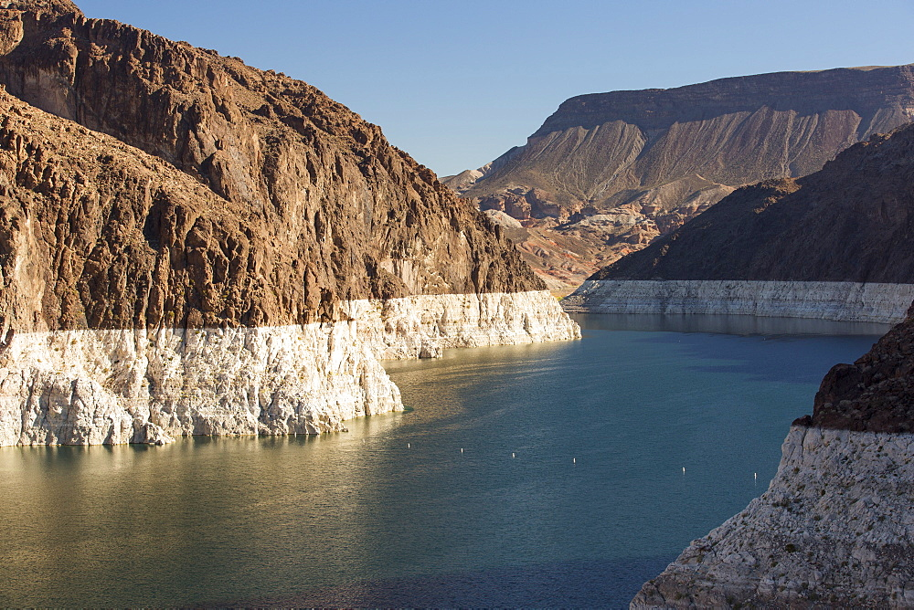Lake Mead, Nevada, USA. The lake is at a very low level due to the four year long drought, with the boundary of where the water used to reach, clearly visible. - 911-10464