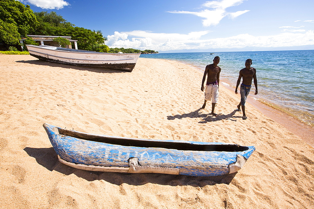 A traditional dug out canoe on a beach at Cape Maclear on the shores of Lake Malawi, Malawi, Africa. - 911-10913