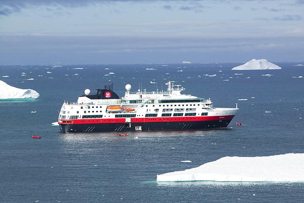 A cruise ship off Ilulissat, UNESCO World Heritage Site, Greenland, Polar Regions