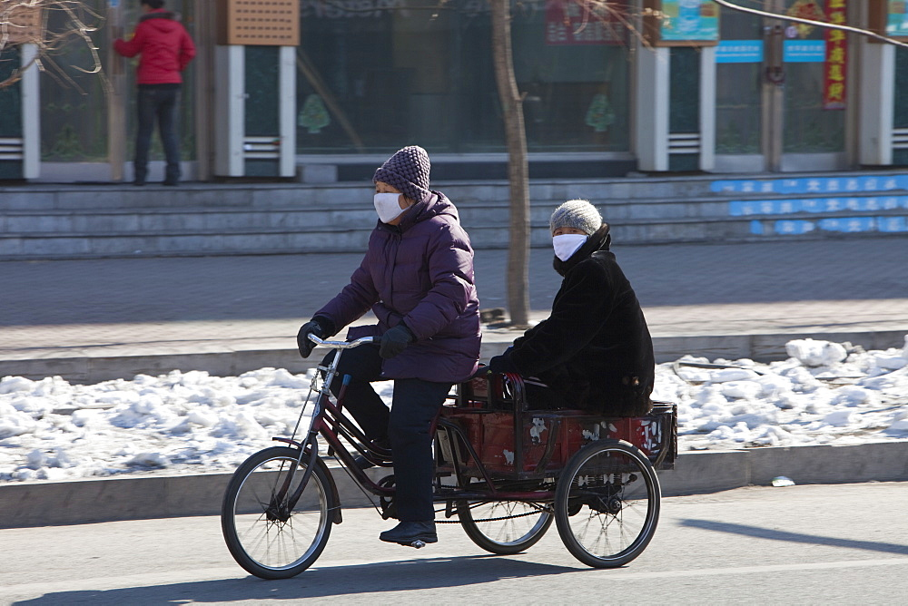 People wear face masks against the awful air pollution in Suihua city, Heilongjiang, Northern China, Asia - 911-3908
