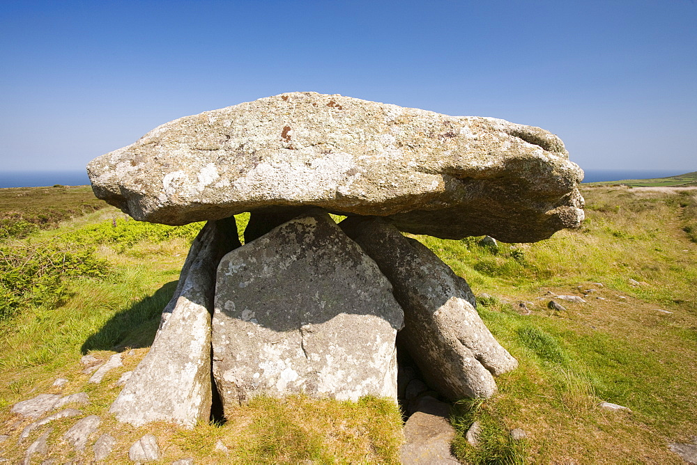 The Chun Quoit, an ancient Neolithic burial chamber, Cornwall, England, United Kingdom, Europe