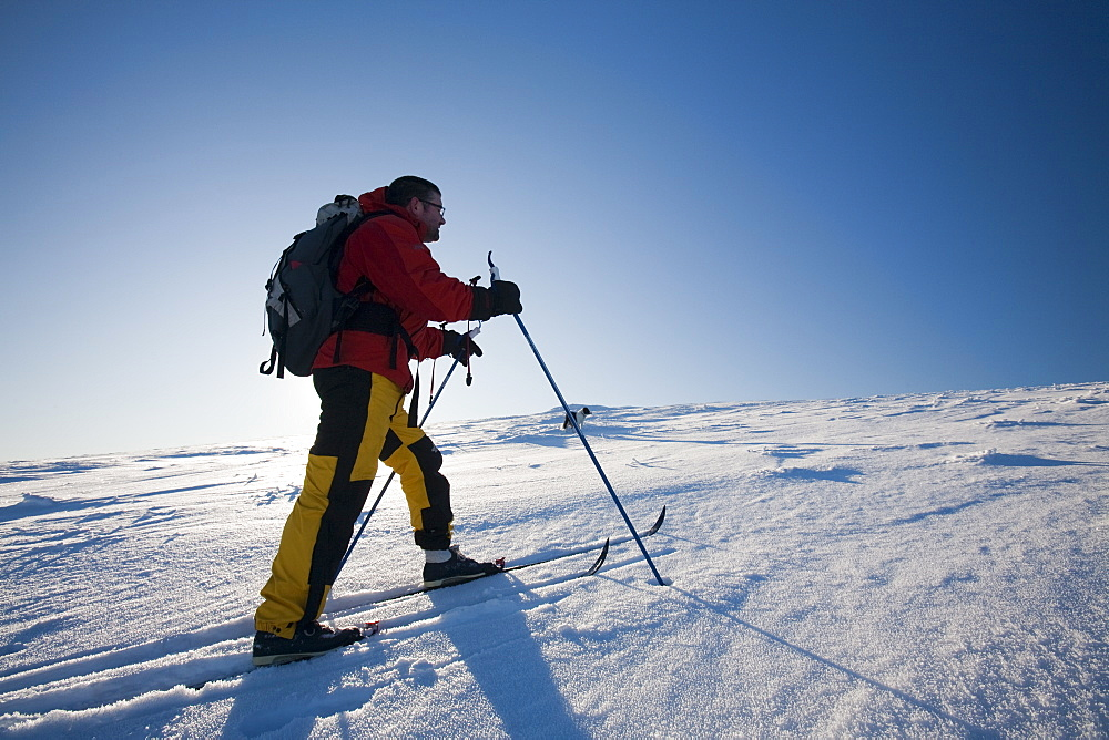 Mike Withers using cross country skis to decend the Peak of Great Dodd, at 2800 feet, on the end of the Helvellyn range in the Lake District, Cumbria, England, United Kingdom, Europe