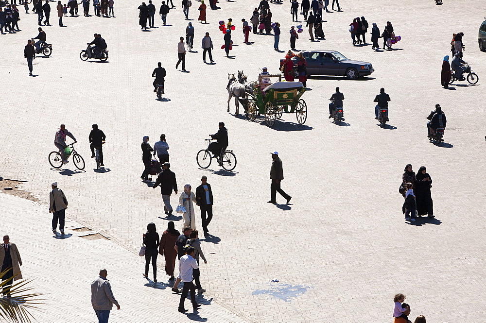 Crowds in Djemaa el Fna square in Marrakech, Morocco, North Africa, Africa
