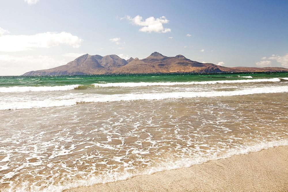 The Bay of Laig at Cleadale on the Isle of Eigg, looking towards the Isle of Rhum, Scotland, United Kingdom, Europe