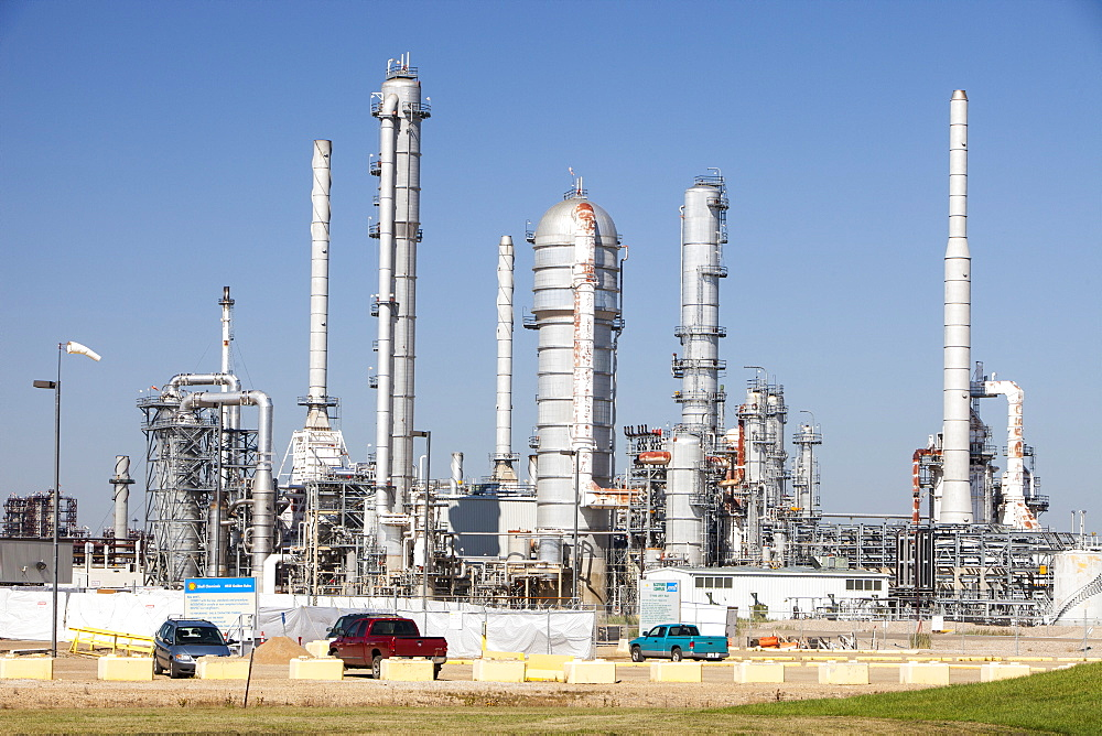 The Shell Scotforth plant which takes bitumen extracted from the tar sands and adds hydrogen to it to create synthetic oil, Alberta, Canada, North America