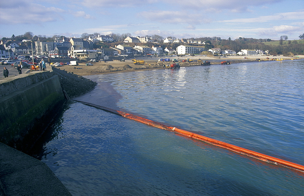 Oil spill clean up, Suandersfoot, Sea Empress, Pembrokeshire