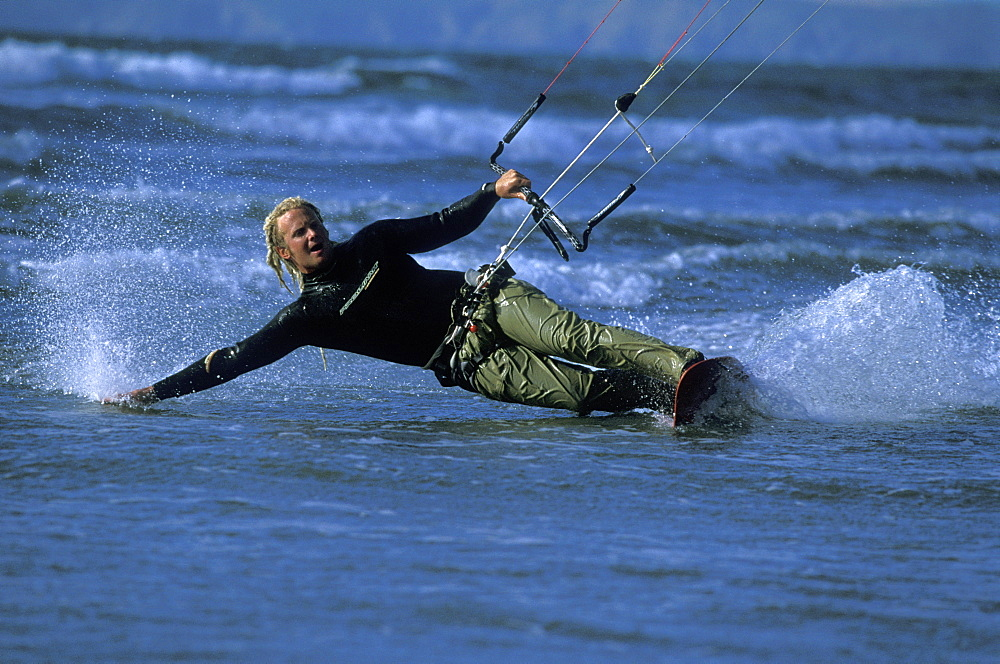 Ben Hanbury kitesurfing, Braod Haven, Pembrokeshire        (rr)