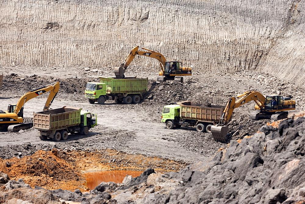 Lignite surface mine. Balikpapan Bay, East Kalimantan, Borneo. Indonesia, Southeast Asia, Asia - 918-13