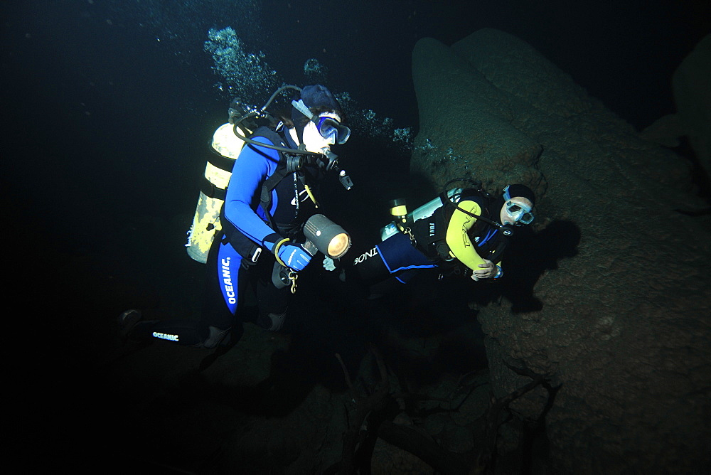 Scuba divers explore underwater cones in cave, Anhumas abyss, Bonito, Mato Grosso do Sul, Brazil, South America - 920-1035