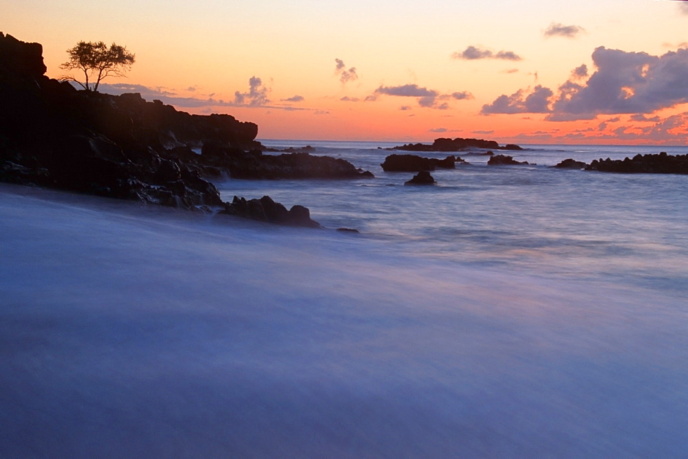 Sunset at Waimea Bay, North Shore, Oahu, Hawaii, United States of America, Pacific
