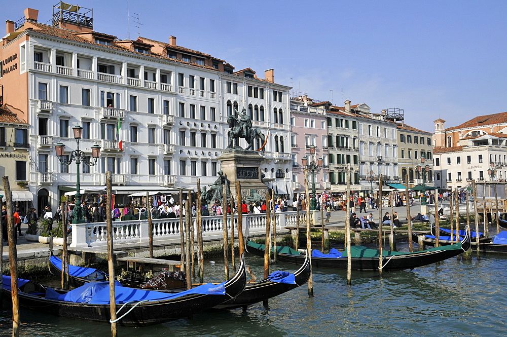 Waterfront Promenade Riva Degli Schiavoni with gondolas on Venetian lagoon, Venice, UNESCO World Heritage Site, Veneto, Italy, Europe
