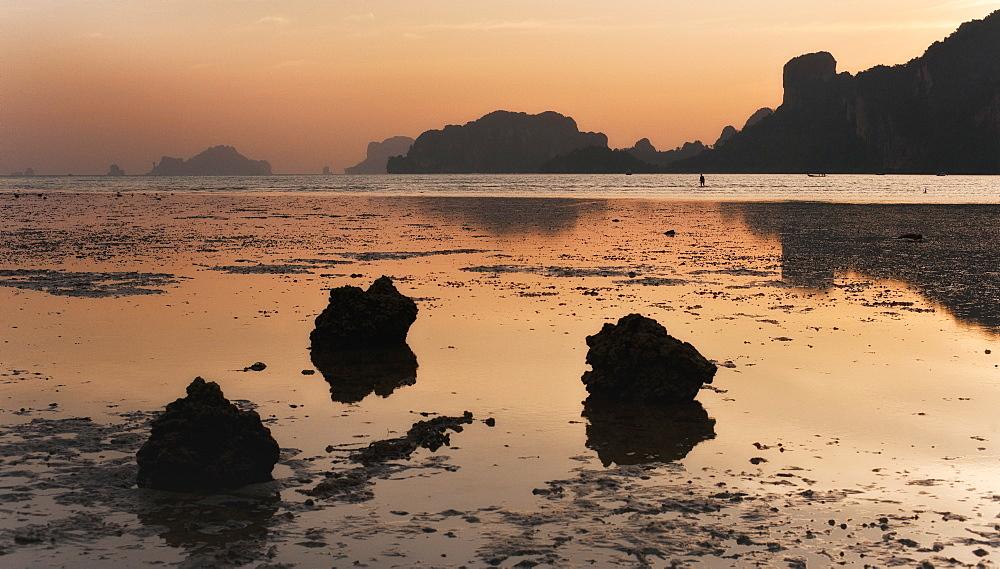 Low tide, coastal view, sundown, Ao Nam Mao.  Ao Nang, Krabi, Thailand, Asia