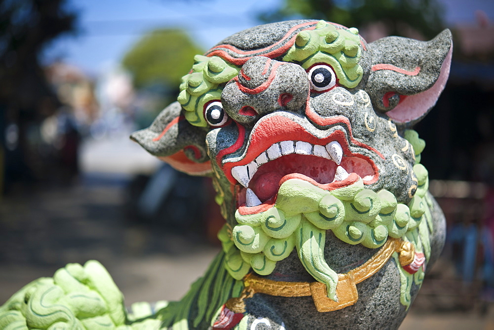 Dog dragon statue, Clan House Chew Kongsi.  George Town, Thailand, Asia