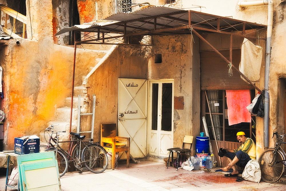 10/04/2009. Moroco, Agadir, Taroudant,  residential, man, local. Taroudant, Souks, Agadir. Morocco