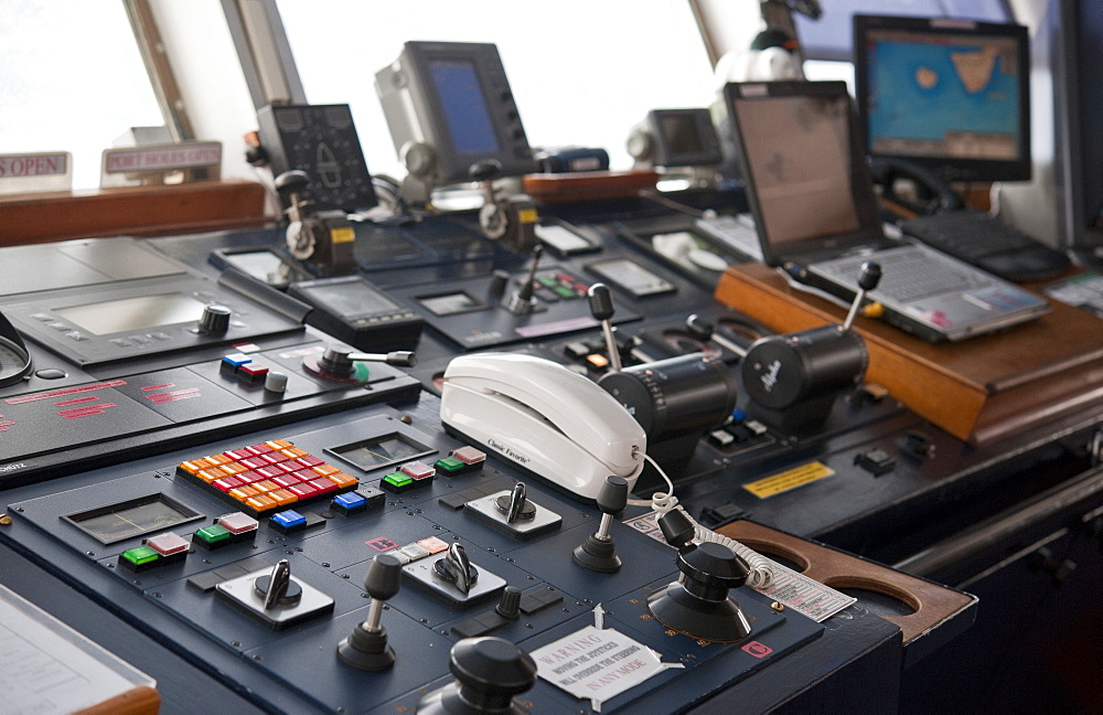 07/04/2009, on board the Clipper Adventurer, Bridge , navigation equipment. La Orotava, Tenerife Island. Canary Islands