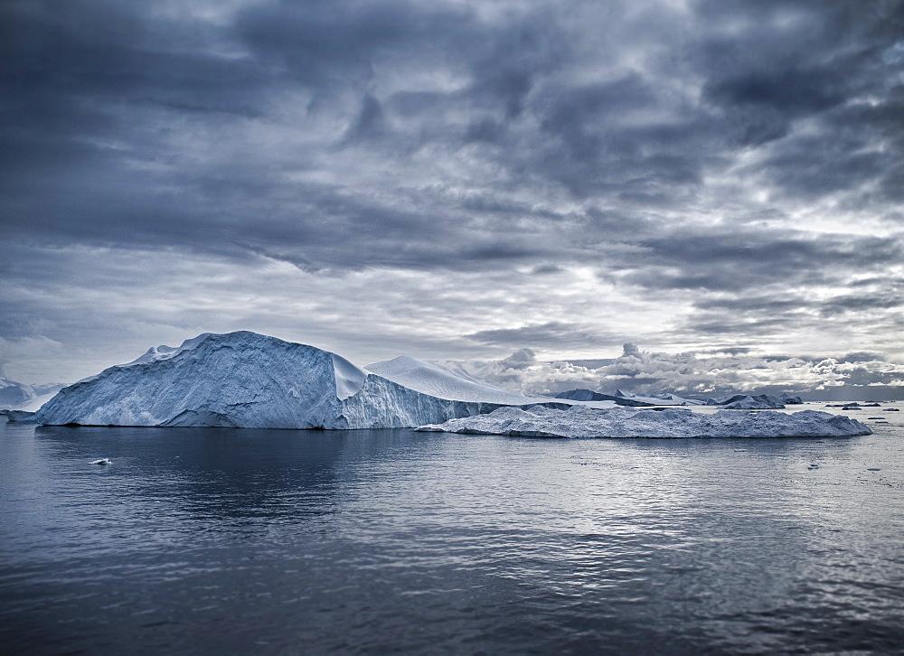 Icebergs and zodiacs in Disko Bay, Ilulissat, Jakobshavn, Qaasuitsup, Greenland (Denmark), North America