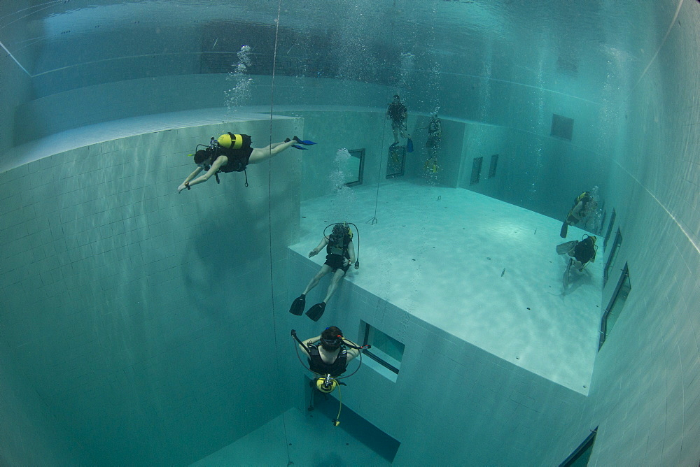 Divers in Nemon 33 pool, the deepest swimming pool in Europe, Belguim, Europe - 934-728