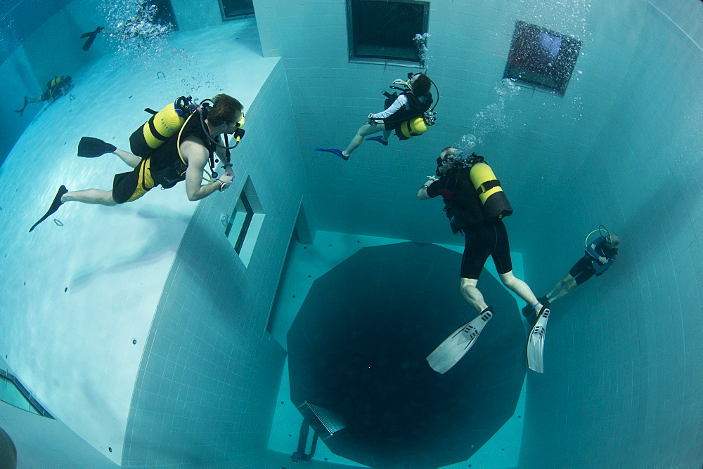 Divers in Nemon 33 pool, the deepest swimming pool in Europe, Belguim, Europe - 934-729