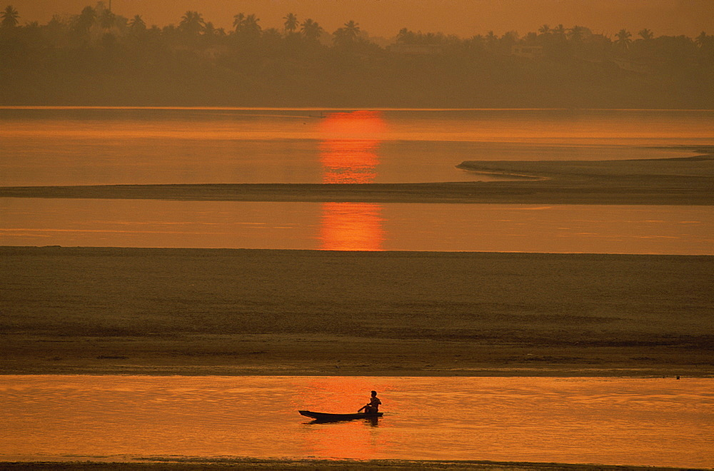 The Mekong River, Vientiane, Laos, Indochina, Southeast Asia, Asia - 94-2334