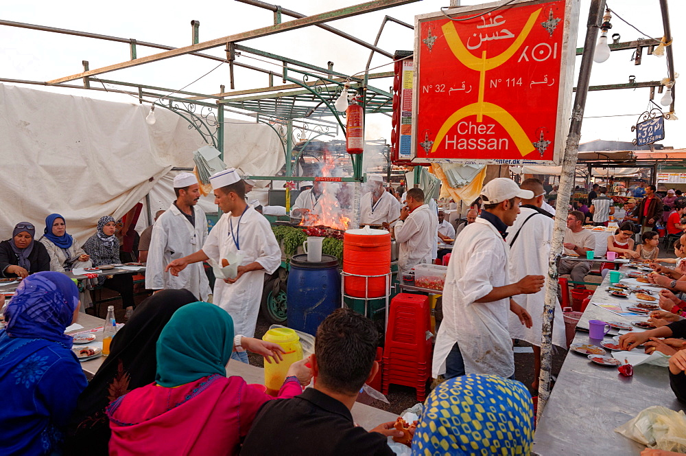 Berber food stall in the Jemaa el-Fnaa, Marrakesh (Marrakech), Morocco, North Africa, Africa