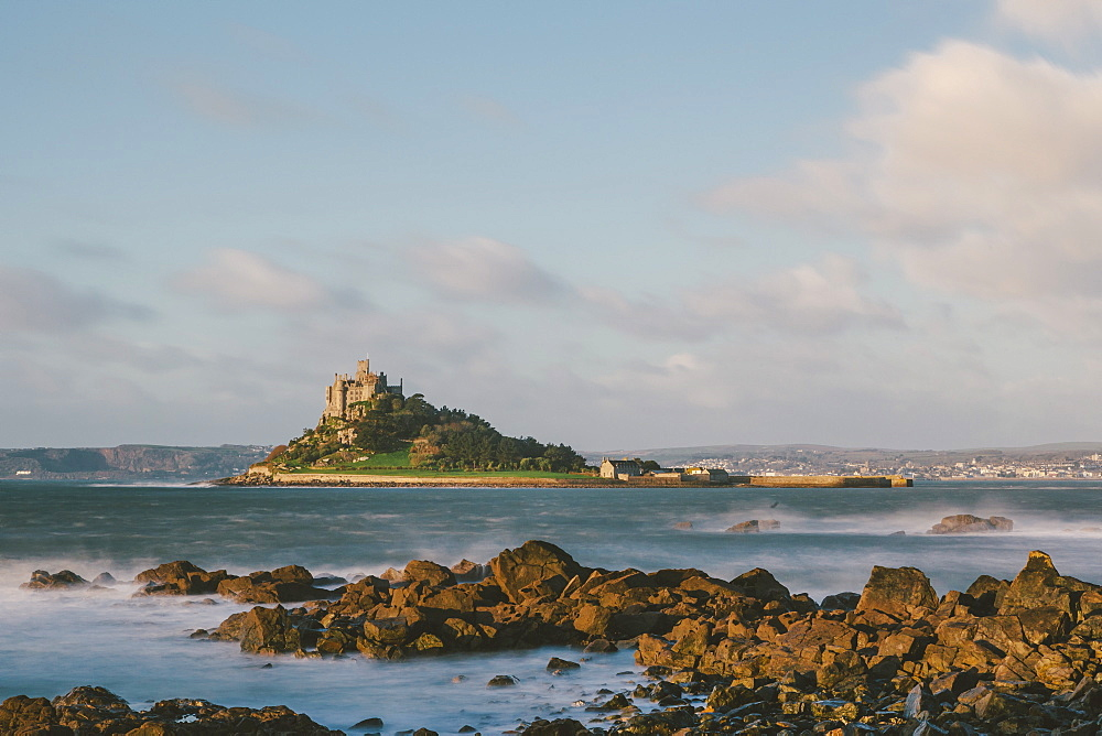 Rocky shoreline and St. Michaels Mount, early morning, Cornwall, England, United Kingdom, Europe  - 974-389