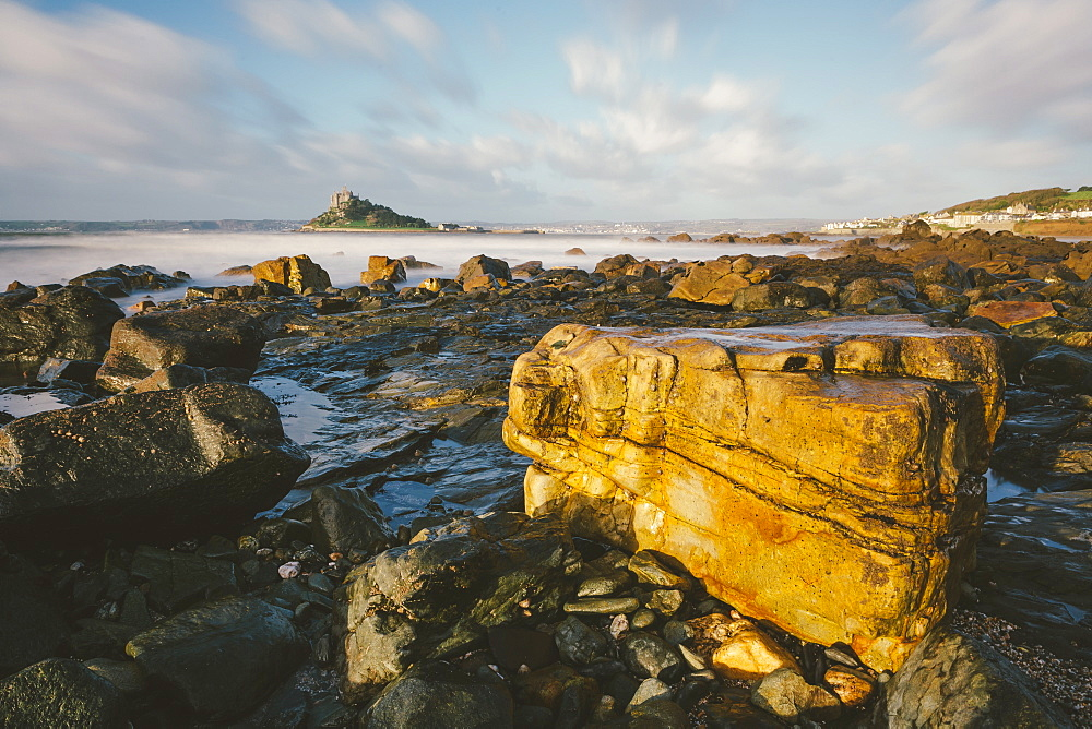 Rocky shoreline and St. Michaels Mount, early morning, Cornwall, England, United Kingdom, Europe  - 974-391