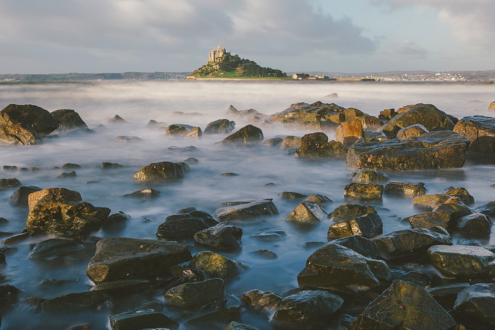 Rocky shoreline and St. Michaels Mount, early morning, Cornwall, England, United Kingdom, Europe  - 974-392
