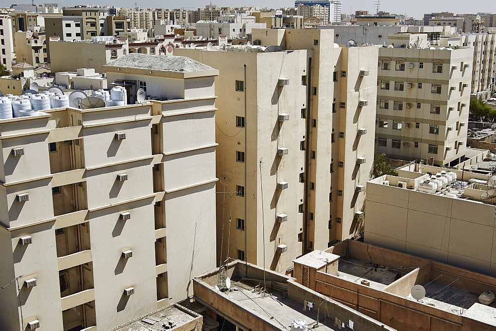 Al Asiri district with an older style of building, Doha, Qatar, Middle East - 975-254