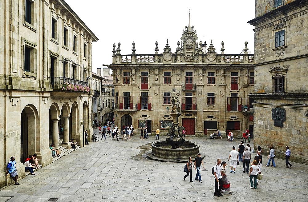 The square of the Romanesque facade, Praza das Praterias, Old Town, UNESCO World Heritage Site, Santiago de Compostela, Galicia, Spain, Europe - 975-279