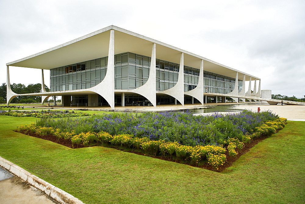 The Planalto Palace designed by Oscar Niemeyer in 1958, Brasilia, UNESCO World Heritage Site, Brazil, South America - 975-304