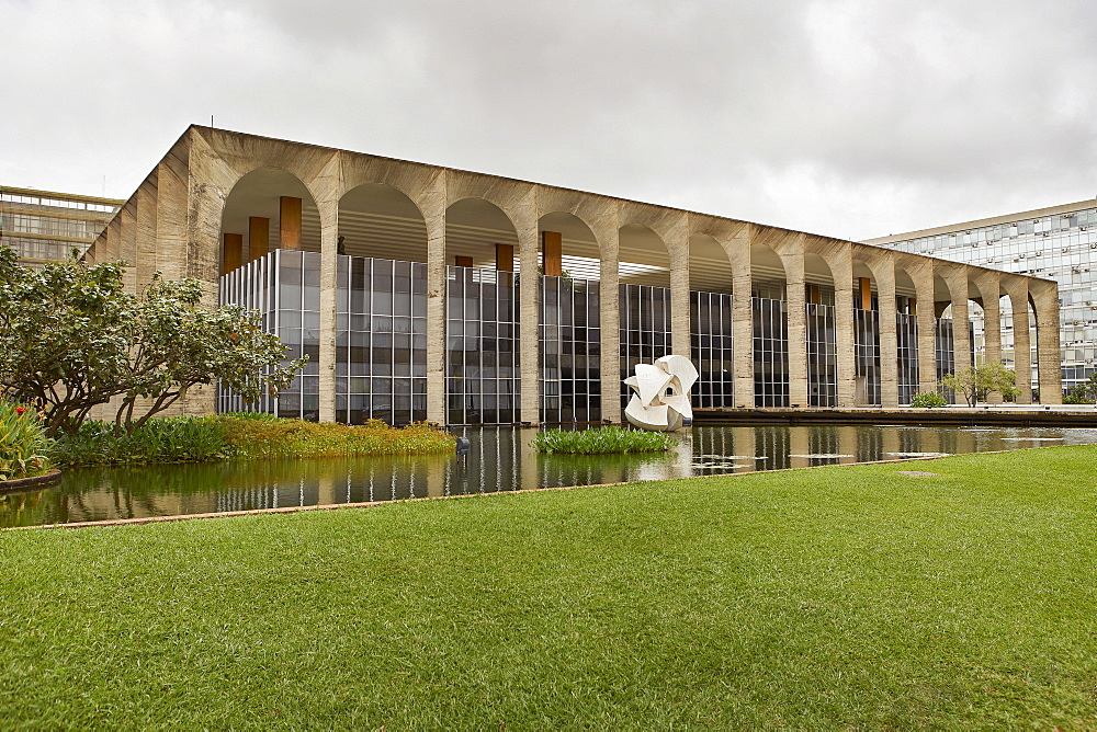 Palacio Itamaraty, one of Oscar Niemeyer's greatest achievements, houses the Foreign Ministry, Brasilia, UNESCO World Heritage Site, Brazil, South America - 975-306