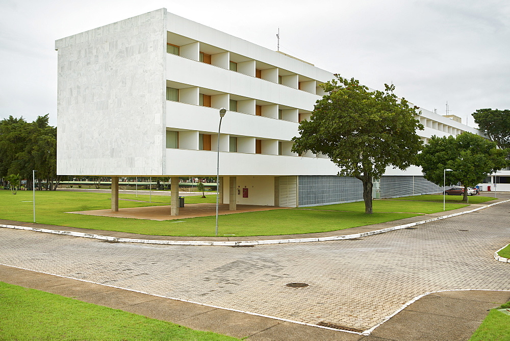 Brasilia Palace Hotel, one of the first buildings completed in the city, designed by Oscar Niemeyer, and re-built in 2006, Brasilia, UNESCO World Heritage Site, Brazil, South America - 975-307