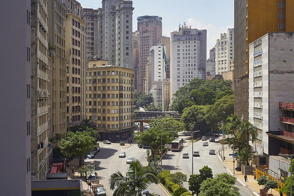 Cento Sao Paulo, traditionally the commercial heart of the city, but its buildings are now starting to look dated and run down, Sao Paulo, Brazil, South America - 975-322