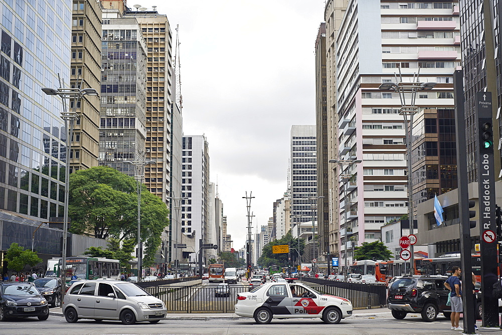 Paulista Avenue, the financial heart of Sao Paulo, Brazil, South America - 975-323