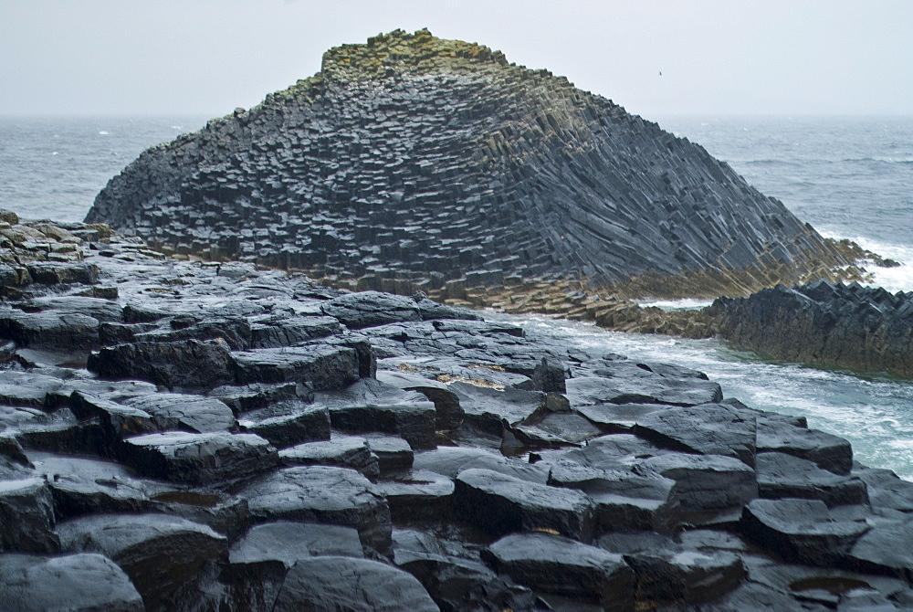 Fingal's Cave, Isle of Staffa, Inner Hebrides, Scotland, United Kingdom, Europe - 978-485