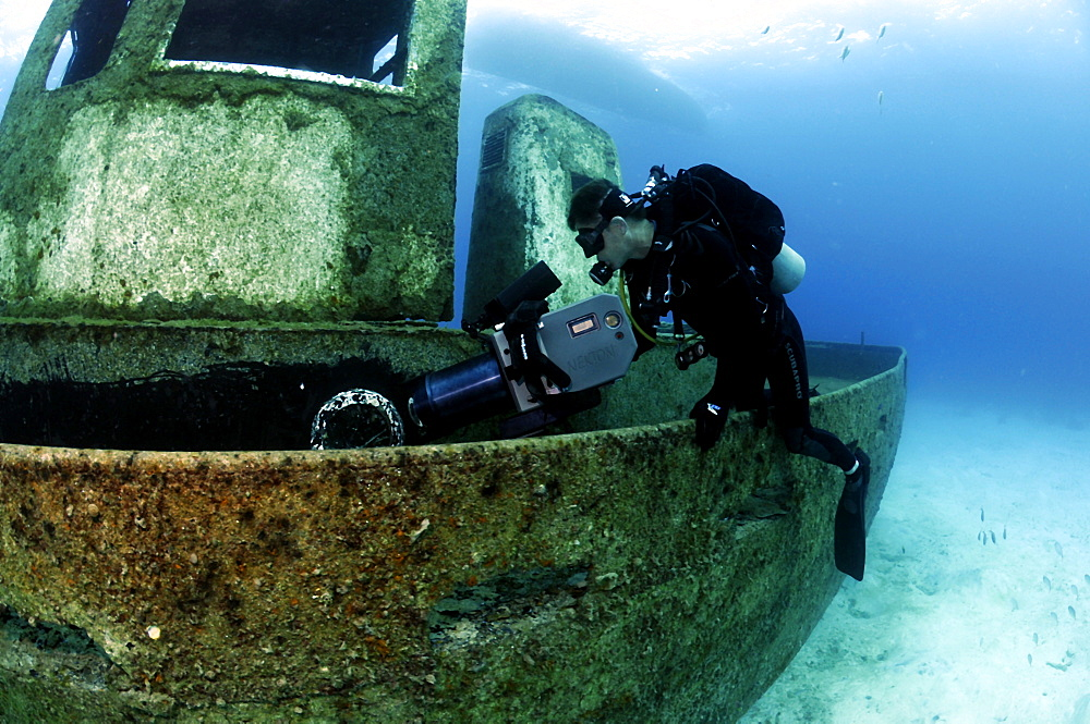 Cameraman michael Pitts filming on the wreck of the 'Blue Plunder' - Bahamas