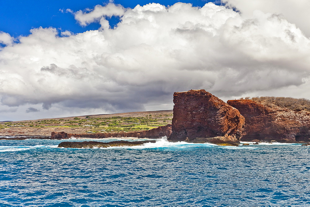 Pu'u Pehe aka Sweetheart Rock, South Lāna'i, Lāna'i aka Pineapple Island because of its past as an island-wide pineapple plantation of Dole, the sixth-largest island of the Hawaiian Islands, Hawaii, USA, Pacific Ocean - 983-527