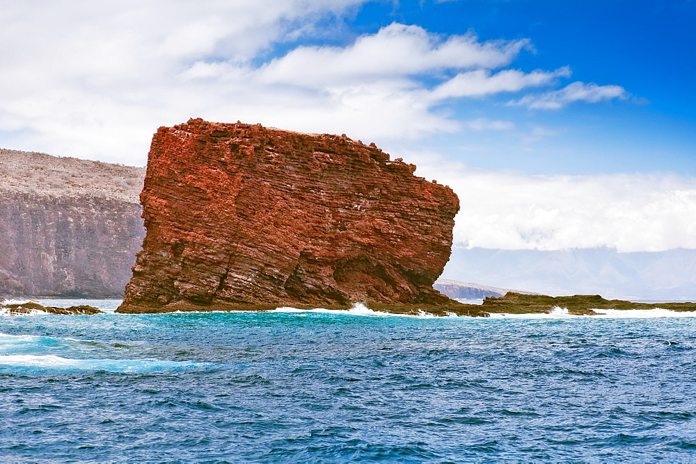 Pu'u Pehe aka Sweetheart Rock, Hulopoe Bay, South Lāna'i, Lāna'i aka Pineapple Island because of its past as an island-wide pineapple plantation of Dole, the sixth-largest island of the Hawaiian Islands, Hawaii, USA, Pacific Ocean - 983-550
