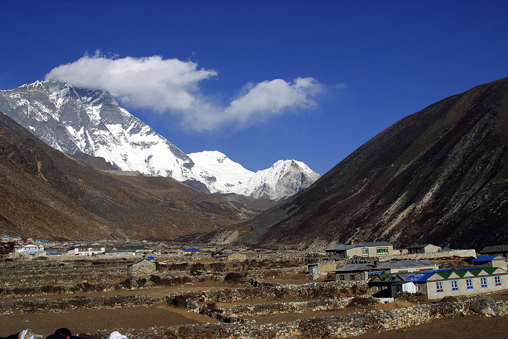 Traditional Stone Buildings. Everest Trail, Nepal. - 986-101